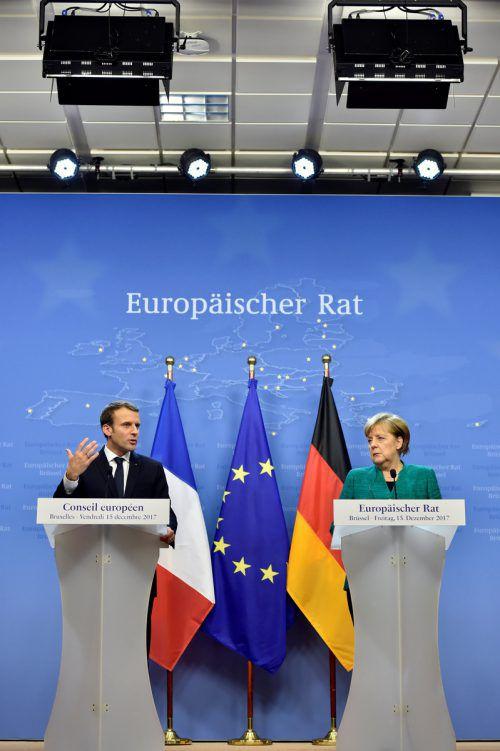 Zum Thema Reform der Währungsunion wollen Emmanuel Macron und Angela Merkel bis zum nächsten Eurozonen-Gipfel eine gemeinsame Position erreichen. reuters