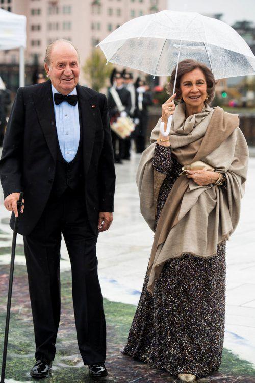 1962 heiratete Juan Carlos Prinzessin Sofía von Griechenland. Die beiden haben drei Kinder: Infantin Elena (54), Infantin Cristina (52) und Felipe (49). AP