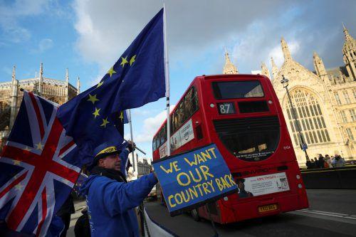 Anti-Brexit-Demonstranten gehen in London auf die Straße. reuters