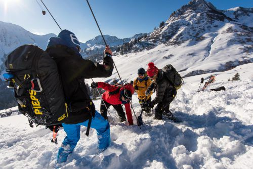 Auch bei der Verschüttetensuche macht nur die Übung den Meister. Alpinvereine wie Alpenverein und Naturfreunde bieten dazu ebenfalls Kurse an. VN/Stiplovsek