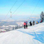 """<p class=""""infozeile"""">               Auf die piste, fertig, los! mit den skiliften bazora-gurts             </p><p class=""""infozeile"""">Der Blick über das Rheintal bis zum Bodensee macht einen Skitag auf dem Bazorahang an klaren Wintertagen zu einem ganz besonderen Erlebnis. Das familiäre Resort bietet bei entsprechender Schneelage in einer Höhenlage von 950 bis 1400 Metern optimale Bedingungen für Anfänger und Fortgeschrittene: Der Bazorahang für Anspruchsvolle und Gurtis für Familien. In einer Kartengemeinschaft können vier Schlepplifte benutzt werden.</p>"""