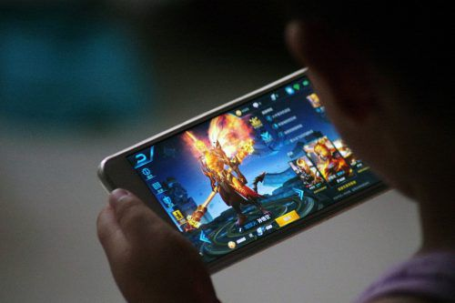 """Bevor """"Gaming Disorder"""" diagnostiziert werde, müsse der Betroffene mindestens ein Jahr lang ein Suchtverhalten gezeigt haben, erläutert der WHO-Sprecher. RTS"""