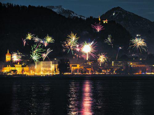 Bregenz beim Jahreswechsel von 2017 auf 2018. Die Nacht war hell erleuchtet. Gefeiert wurde Silvester ausgiebig im ganzen Land. VN/sams