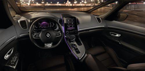Das Cockpit hat futuristischen Touch, es ist Fahrer-zentriert eingerichtet.