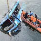 Busunglück fordert über 40 Tote