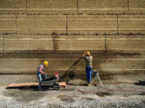 """Der Themenschwerpunkt """"Mit Erde gebaut"""" widmet sich den zeitgenössischen Formen des Lehmbaus. Markus Bühler-Rasom"""