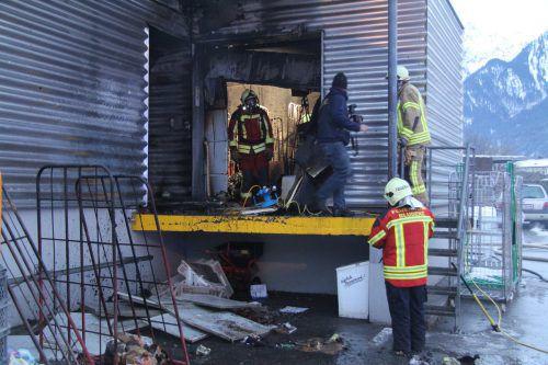 Die Feuerwehr brachte den Brand im Lager rasch unter Kontrolle. vol.at/Rauch