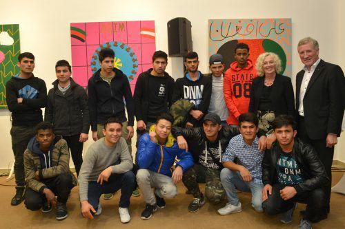 Die jungen Künstler präsentieren ihre Werke stolz in der Herz-Jesu-Kirche.caritas vorarlberg/Haus said