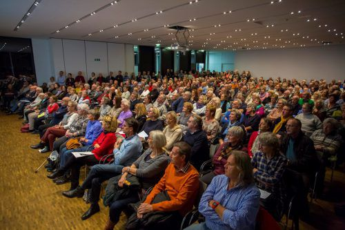 Einmal mehr war der Panoramasaal im Landeskrankenhaus Feldkirch bei einem MedKonkret-Vortrag bis auf den sprichwörtlich letzten Platz und darüber hinaus besetzt. vn/paulitsch
