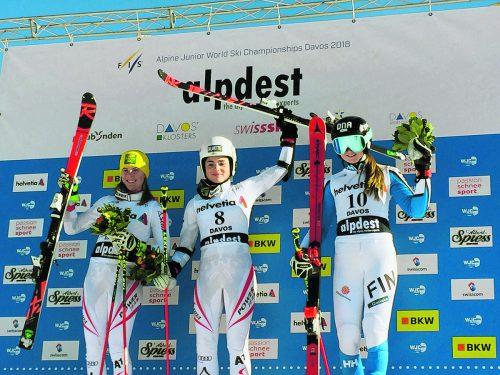 Erstes Rennen bei der Junioren-WM in Davos, erster Jubel. Die ÖSV-Damenmannschaft feierte in Davos Silber für Katharina Liensberger (l.) und Gold für Julia Scheib, Platz drei ging an die Finnin Riika Honkanen.ÖSV-GC