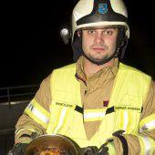 Feuerwehrmänner als Lebensretter. B1