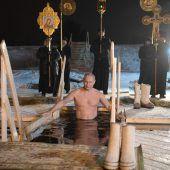 Putin badet im Eiswasser