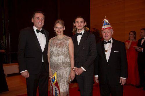Gernot Doblaner mit Manuela Knafl sowie Luca Linhart und Richard Eisler.