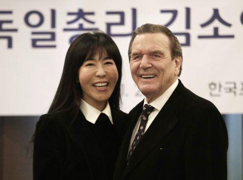 Gerhard Schröder mit seiner Lebensgefährtin Soyeon Kim. AP