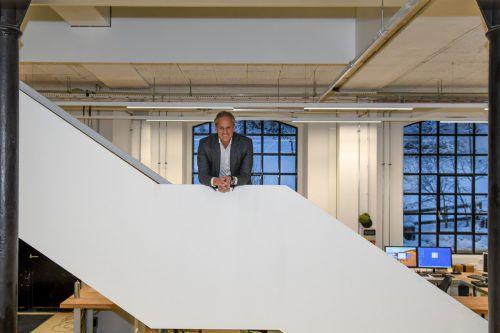 Henn-Chef Martin Ohneberg will weiter nach oben: Treppe im neuen Firmengebäude im Dornbirner Steinebach.VN/Lerch