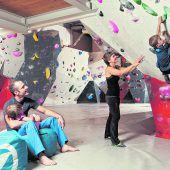 """<p class=""""infozeile"""">               hoch hinaus – bouldern in der steinblock halle in rankweil             </p><p class=""""infozeile"""">Bouldern ist in! Es braucht weder komplizierte Knoten, noch Seile und Gurte – beim Bouldern klettert man in Absprunghöhe und schützt sich mittels Matten gegen Verletzungen. In der Steinblock Boulderhalle in Rankweil geht es auf rund 500 Quadratmetern Kletterfläche hoch hinaus. """"Bouldern ist der perfekte Ausgleich im Alltag, es stärkt den Körper und entspannt den Geist"""", ist Geschäftsführer Guntram Jörg überzeugt.</p>"""