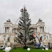 Netflix spendet Rom einen Luxus-Christbaum