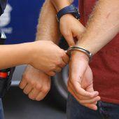 Streit unter Jugendlichen und drei verletzte Polizisten
