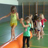 Kinderturnen im Herrenried mit Frosch Hopsi