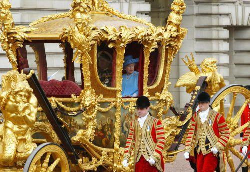 Königin Elizabeth II. findet die goldene Kutsche wenig komfortabel. AP