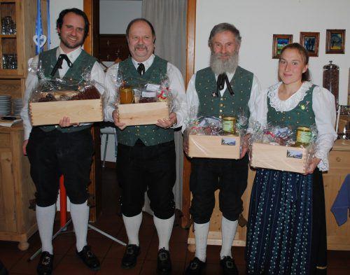 Michael Netzer (25 Jahre), Christian Rieder (15 Jahre), Wilfried Dünser (40 Jahre) und Martina Vierhauser (15 Jahre) wurden geehrt. SW
