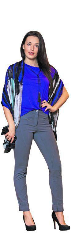 Misswahl-Kandidatin Izabela aus Lauterach             trägt ein Outfit der Herbst- Winter-Kollektion von Jones in Bregenz. T-Shirt in Ultra-Violet (35 €), Hose (75 €) und Tuch (42 €).               VN/Steurer