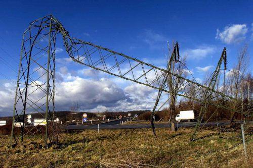 """Mit großer Wucht brach """"Lothar"""" kurz nach Weihnachten 1999 über Europa herein. Der Sturm richtete auch bei uns schwere Schäden an. Doch viel schlimmere Folgen hatte """"Lothar"""" in Frankreich. Dort starben bei Aufräumarbeiten 88 Menschen. Auch in der Schweiz kamen 14 Menschen ums Leben."""