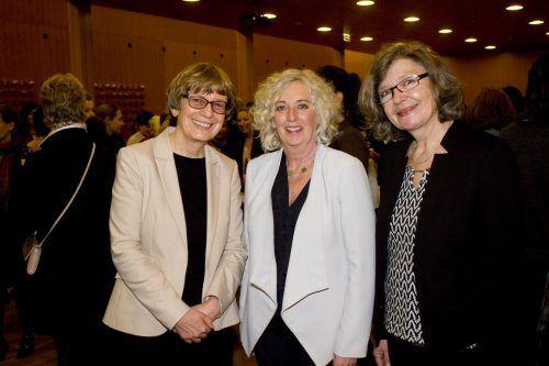 Monika Lindermayr (l.) und Katharina Wiesflecker mit Referentin Birgit Buchinger.