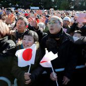 Jubel für japanischen Kaiser Akihito