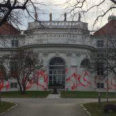 Barockes Palais beschmiert
