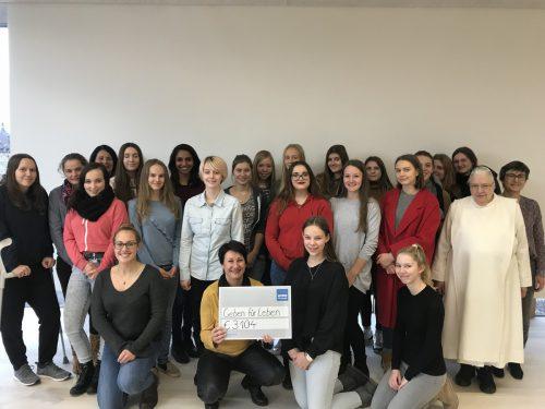 Obfrau Marosch zeigte sich sehr erfreut und bedankte sich bei den Schülerinnen und Lehrpersonen herzlich für die wichtige und tolle Unterstützung.
