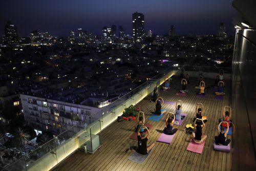 Öfter mal was Neues: Wie wäre es etwa mit Yoga auf dem Dach?reuters