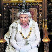 Queen plaudert über kleine Tücken der Krone