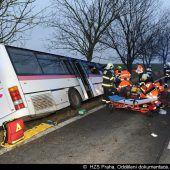 Tote und Verletzte bei Busunfall in Prag