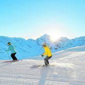 """<p class=""""infozeile"""">               skifahren vor dem einzigartigen Panorama des ortlers              </p><p class=""""infozeile"""">Sulden (Südtirol) ist rekordverdächtig: Das weitläufige Gletscherskigebiet unter dem Ortler wird von insgesamt vierzehn Dreitausendern eingerahmt und verfügt über die größte Luftseilbahn der Welt. Neben zahlreichen Pisten für Skifahrer bietet das hochalpine Gebiet auch Tiefschneehänge für Extremskifahrer und Freerider, einen Funpark mit Halfpipe und einen eigenen Kindergarten für den Nachwuchs.</p>"""