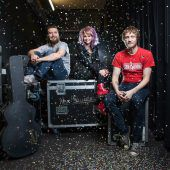 Erste Poolbar-Bands fixiert