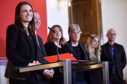Verena Konrad mit Ex-Minister Drozda und den Architekten Marta Schreieck, Dieter Henke, Kathrin Aste und Frank Ludin. APA