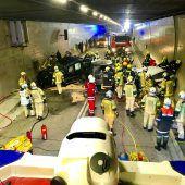 Elf Verletzte bei Tunnel-Unfall