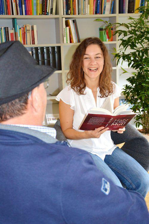 Vorlesepatin Elisabeth Kühne aus Schwarzenberg im Seniorenheim in Gisingen.