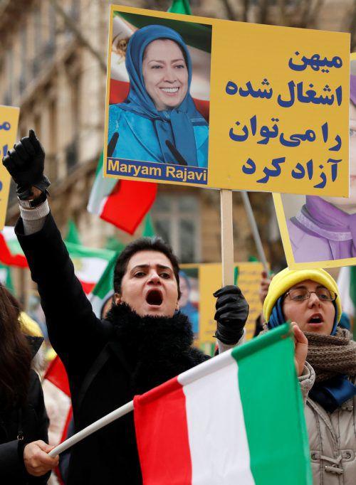 Weltweit protestieren Iraner gegen die Regierungin Teheran, etwa in Paris.RTS
