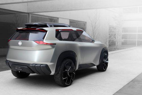 Wie künftige Kompakt-SUVs von Nissan aussehen könnten, deutet der japanische Autobauer auf der Detroit Auto Show mit dem neuen Konzeptfahrzeug XMotion an. Trotz ihrer recht futuristischen Aura gibt die Studie Hinweise auf die Formensprache der Neuauflagen von Qashqai und X-Trail. Darüber hinaus bietet das Showfahrzeug einen zukunftsweisenden Innenraum.