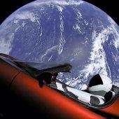 Tesla-Chef lässt Cabrio mit Superrakete fliegen