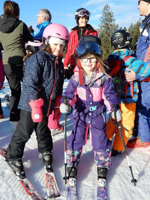 """Auch am """"Schneeflocken-Ski-Tag"""" nahmen die Mittelfelder-Skikanonen teil. Die Klasse war mit Eifer im Ebnit mit dabei. cth"""