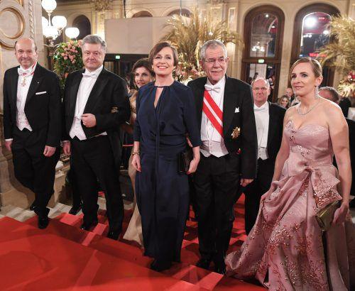 Bundespräsident Alexander Van der Bellen (r.) mit Gattin Doris Schmidauer und dem ukrainischen Präsidentenpaar Poroschenko.