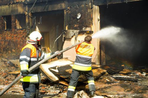 Damit die Feuerwehrleute im Ernstfall gut gerüstet sind, wird von den Gemeinden und dem Land viel Geld investiert. VN/Paulitsch