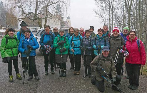 """Das Radteam per pedales begab sich auf Entdeckungstour in Viktorsberg. Die Gruppe trotzte dem schlechten Wetter und wanderte bis zur """"Letze"""" hinauf. Verein"""