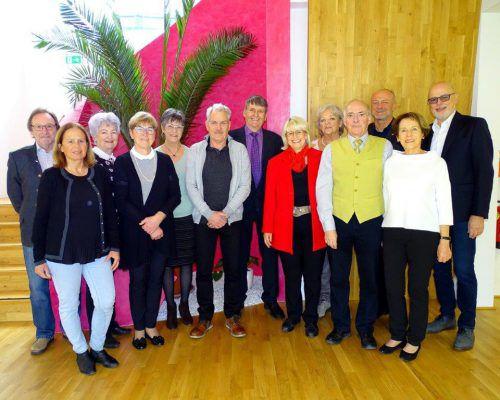 Der Vorstand des Seniorenclubs mit Neo-Obfrau Inge Naier (Mitte). Verein, BI
