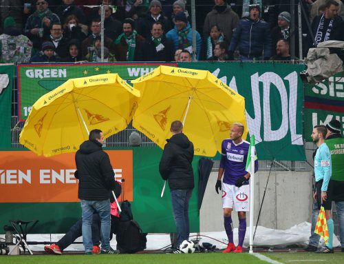Die Ausschreitungen im Wiener Derby haben Rekordmeister Rapid Wien nun empfindliche Sanktionen eingebracht.gepa