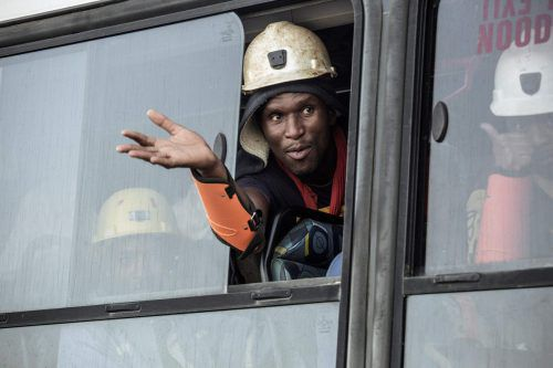 Die Bergleute wurden nach ihrer Rettung in Bussen zu ihren Familien gebracht. AFP
