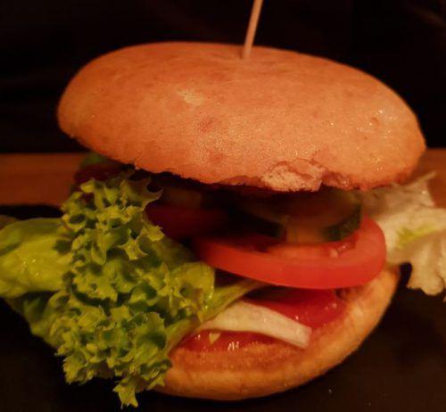 """Die Burger gibt's im """"Mühlebach"""" im Baukastensystem."""